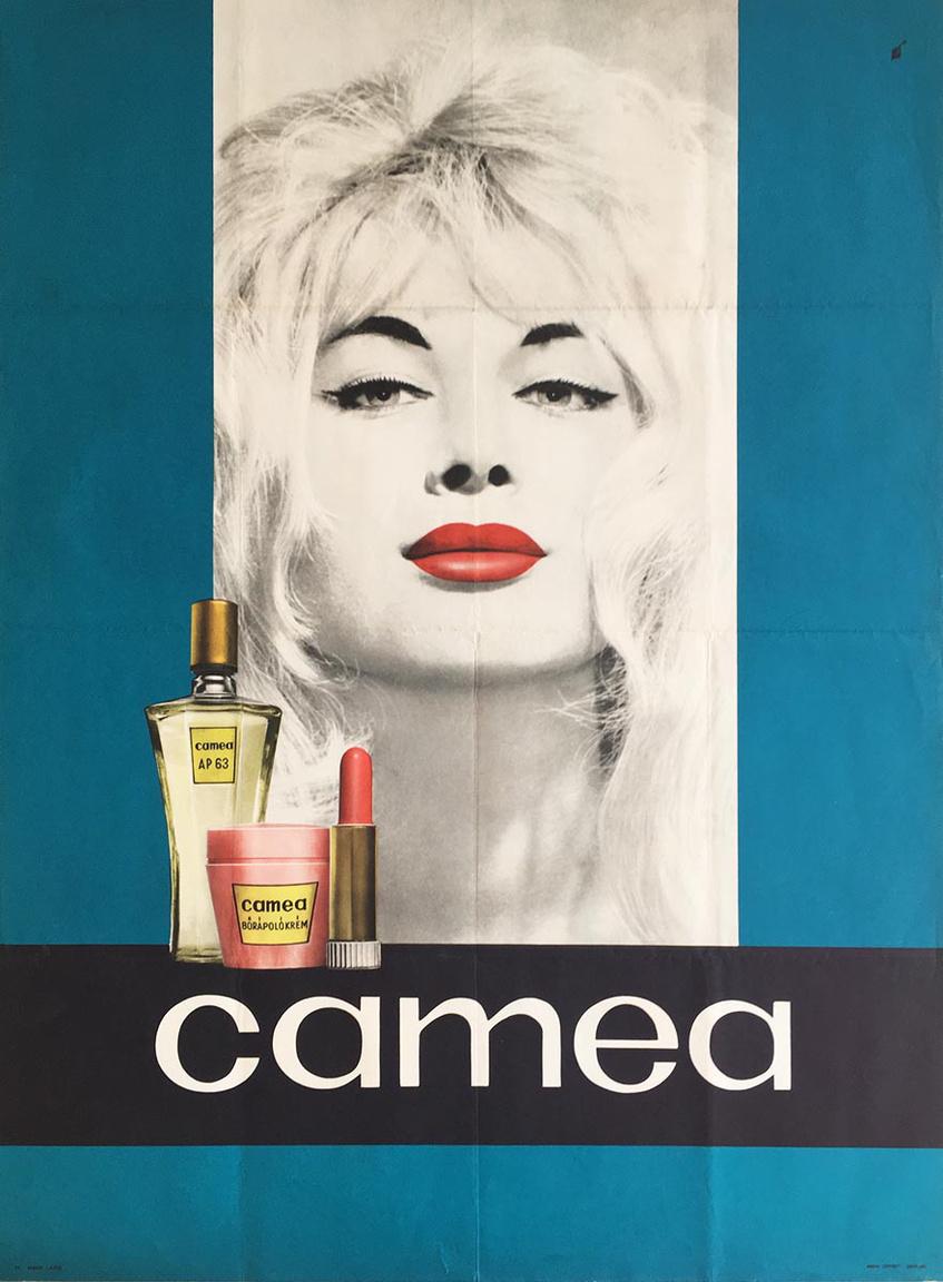 Az Illatszer és Kozmetikai Vállalat 1961-ben jött létre, amely több nagy hagyományokkal bíró vegyipari céget foglalt magában. Az óriásvállalat számtalan szappant, kozmetikumot gyártott, és az olyan márkanevek termékei, mint az Elida vagy a Caola, mint itt kerültek előállításra. Így volt ez a Camea termékekkel is, amelyek között rúzsokat, kézápolót, parfümös szappant, arcszeszt, kölnivizet, hajlakkot és sok egyebet találunk. A legkülönösebb nevű termékük minden bizonnyal a Lady Camea Exotic Intim Spray volt. Sokaknak volt ilyen márkájú az első rúzsa, és a plakáton feltűnő vörös árnyalat most ismét divat.