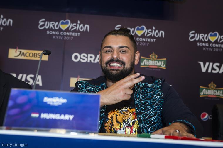 Csütörtök este várt  a megható pillanat Pápai Jocira, amikor az Eurovíziós Dalfesztivál második elődöntőjében a 18 előadó közül a 10 legjobb közé szavazta a közönség, így nem nehéz kitalálni, hogy a zenész a 13-ai,szombati döntőbe dalolászta magát