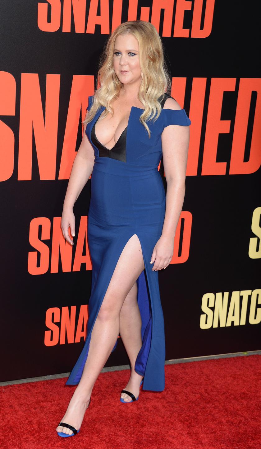 Ezt a ruhát elnézve nem is csodálkozunk, hogy rögtön a figyelem középpontjába került a színésznő.