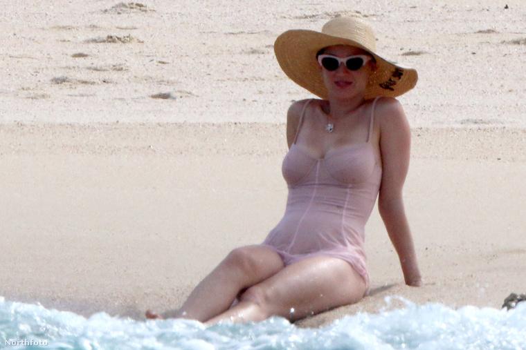 Aztán - a frissen újra szinglivé vált - Katy Perry, magát a vizet is felfedezte.