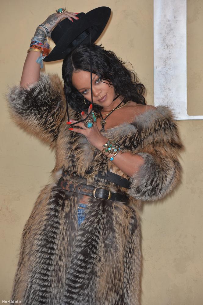 Rihanna már most alkalmazkodik az élethelyzethez, de láthatóan meggyűlik a baja a fejfedővel