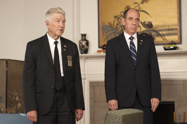 Akár az eredeti szériában, Lynch nem csak rendez, de beugrik majd egy cameó erejéig, mint a nagyothalló FBI ügynök