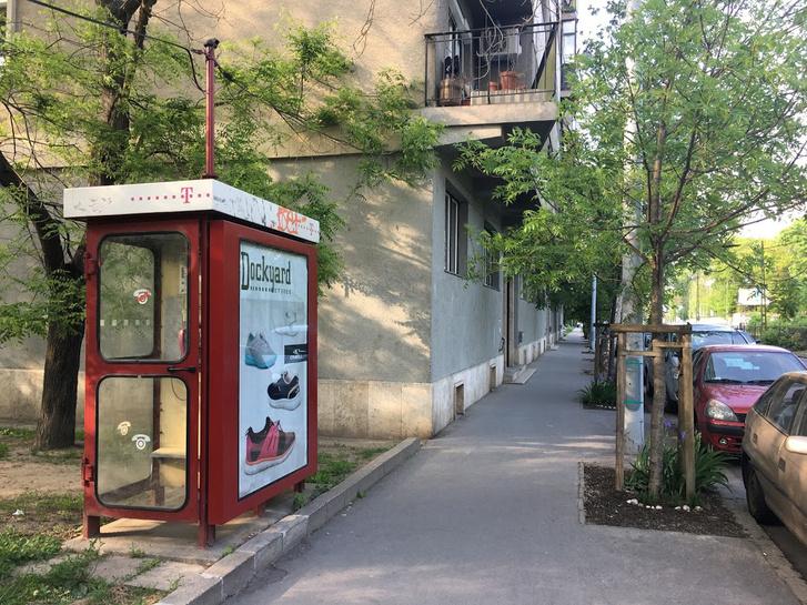 Telefonfülke-reklám az Árpád fejedelem útján