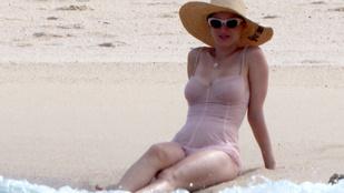 Katy Perry kombinéban parádézott a parton és nem is lehetne szexibb