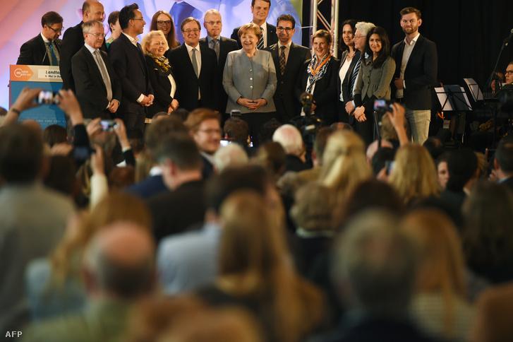 Merkel és a helyi CDU Bonnban 2017. május 5-én.