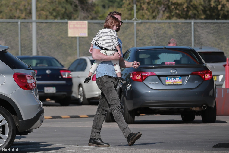 Ryan Gosling viszont rendszeresen viszi magával kislányát a konditerembe
