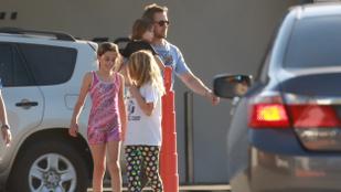 Ryan Gosling kislánya, Esmeralda elkísérte apját kondizni