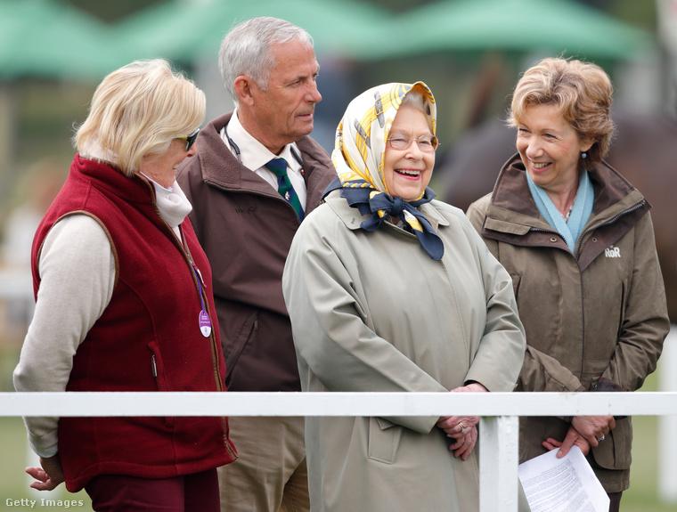 Május elején - amikor a brit királyi család rendkívüli ülést hívott össze - már megint mindenki elkezdett aggódni a királynőért, de szerencsére kiderült, hogy semmi baja