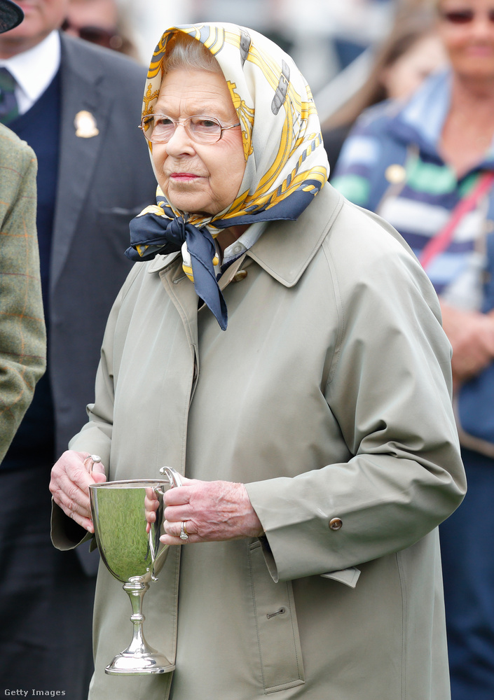 Anglia uralkodójának egyik lova még díjat is nyert