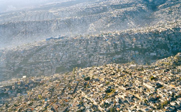 Az emberiség hullámai. Ez az elképesztő fotó a 20 milliós Mexikóváros egyik lakónegyedét mutatja.
