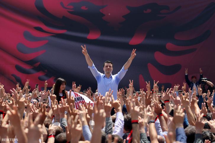 Lulzim Basha, az ellenzéki, jobboldali Albán Demokrata Párt vezetője
