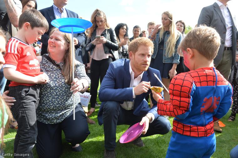 De az semmi ahhoz képest, ahogy Harry herceg bánt a gyerekekkel