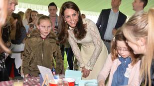 Harry herceg úgy bánik a gyerekekkel, ahogy még Katalin hercegnének sem sikerül