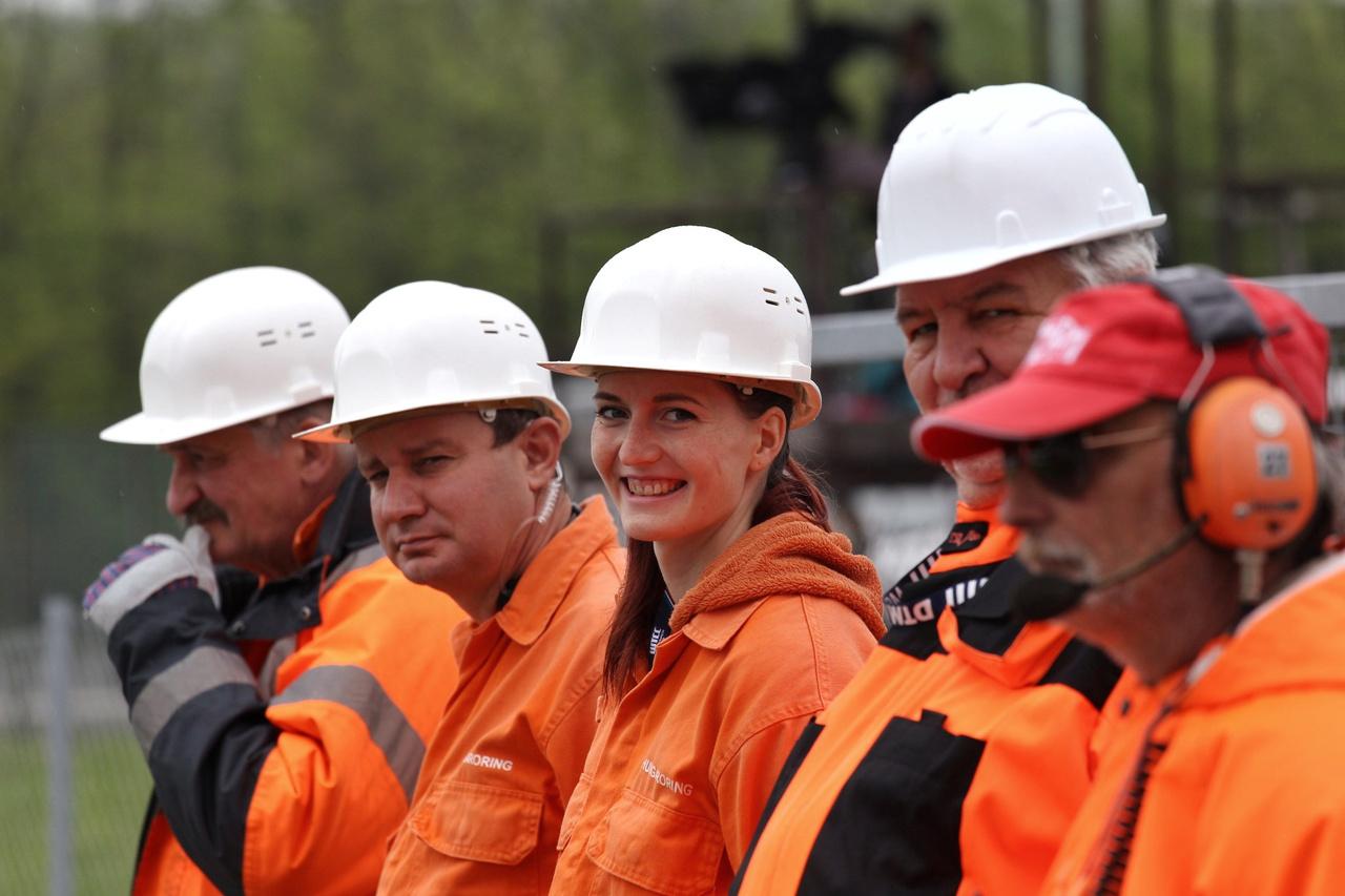 Akik nélkül nem lenne show és nem lenne verseny – a Hungaroring pályamunkásai, tisztelet nekik áldozatos munkájukért