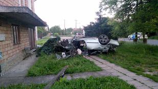 Halálos baleset Hévízgyörkön: egy kocsi lerepült az útról