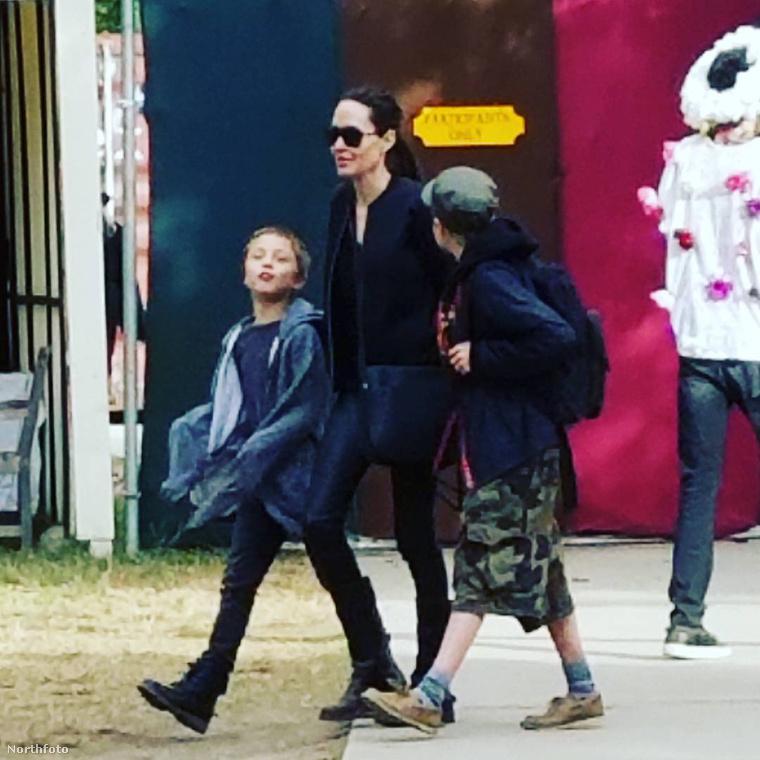 Beszámoltunk arról is, hogy Angelina Jolie fülig érő vigyorral élvez egy reneszánsz vásárt