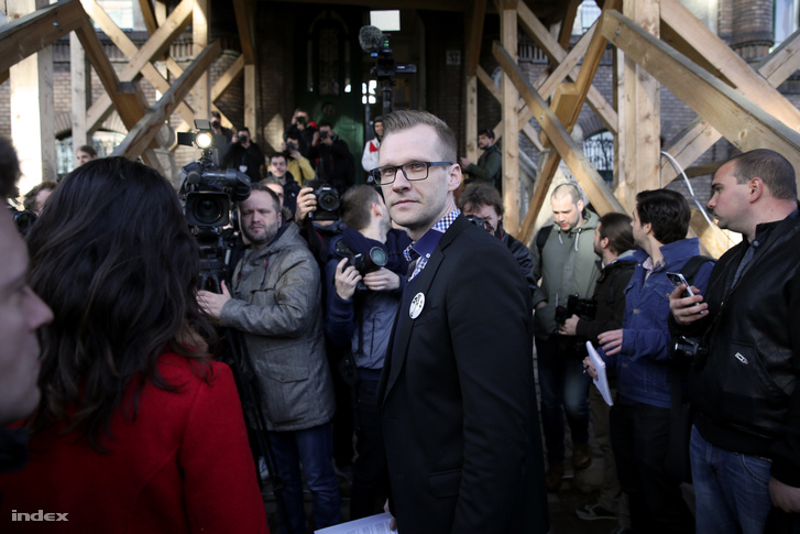 Pukli István a Teleki Blanka Gimnázium előtt tartott pedagógustüntetésen, 2016. márciusában