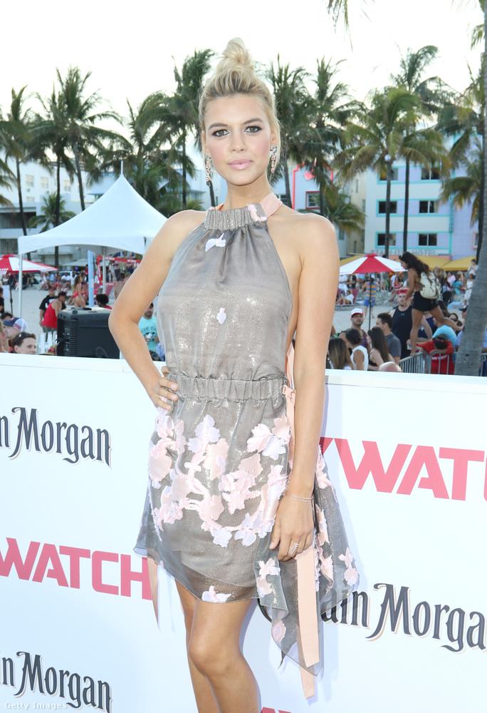 Kelly Rohrbach szintén modellként kezdte a karrierjét, de most már színésznő is, szerepel ebben a Baywatch filmben