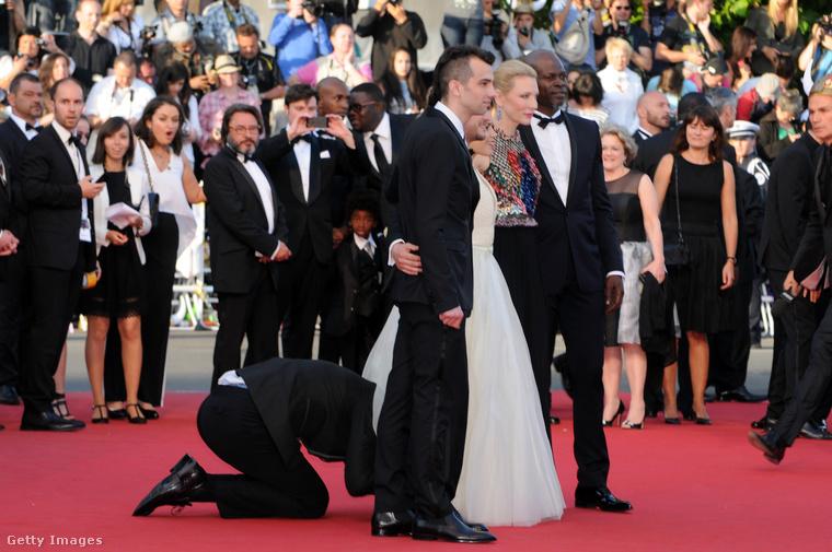 Ugyanebben az évben az Így neveld a sárkányodat második részének Cannes-i bemutatóján Kit Harrington, America Ferrara és Cate Blanchett vörös szőnyeges vonulásán bukkant fel