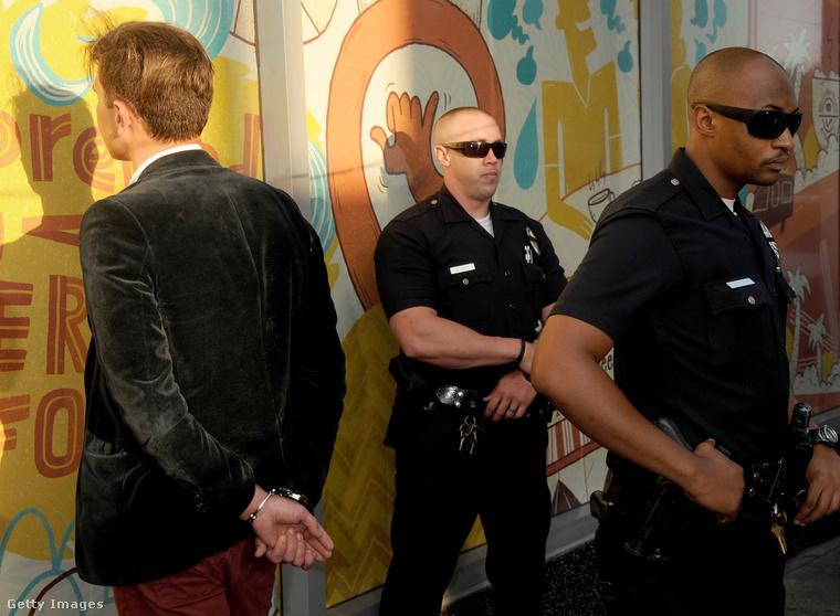 Itt éppen a Demóna című Disney-film 2014-es bemutatóján tartóztatták le az újságírót.