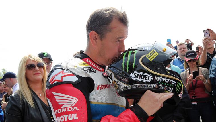 2016 Isle of Man TT Superbike race 015[1]
