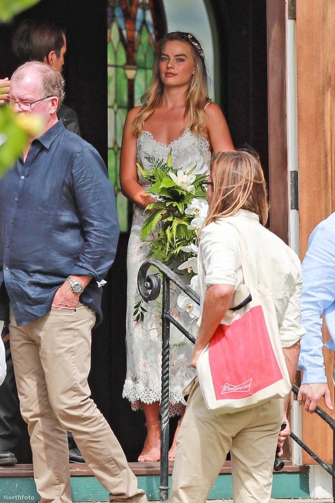 Nem tudott elbújni a kamerák elől, de hát ez nem is csoda.Vajon, mikor ő dobta el a csokrot 2016-os esküvőjén, a férfiak is ugrottak érte?Ezzel a kérdéssel búcsúzunk.Bye!
