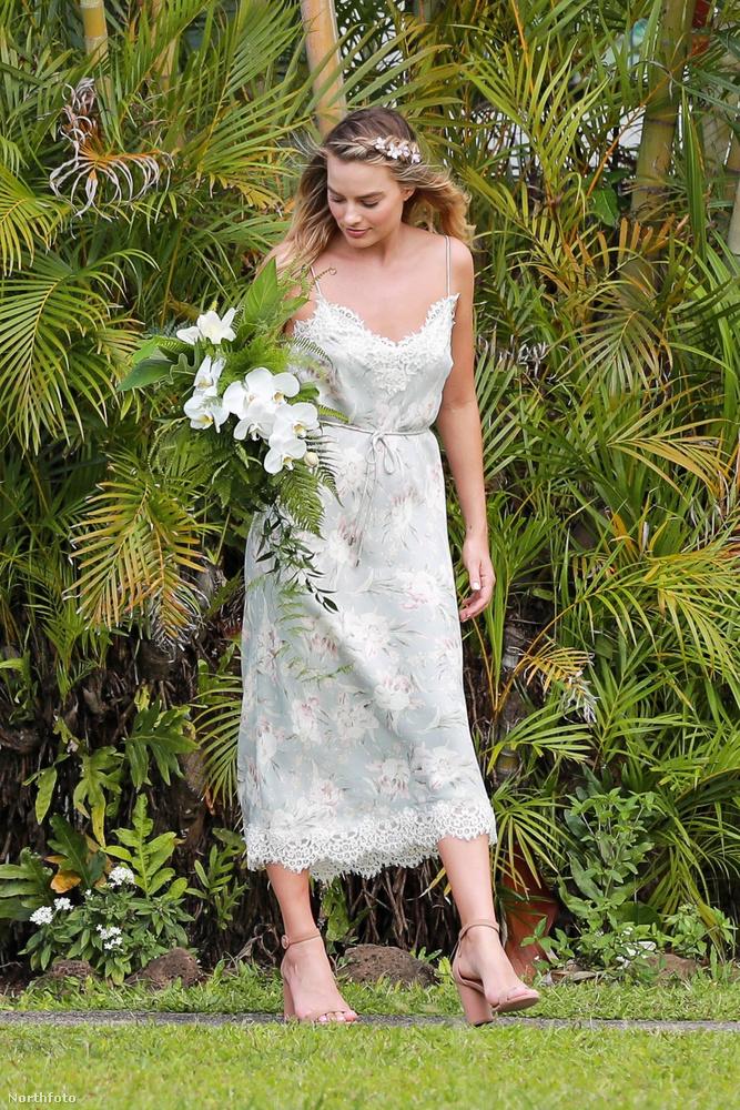 Az ausztrál színésznő a lagzi végéig fókuszban maradt.Gyakorlatilag hozzánőtt az esküvő fotósa