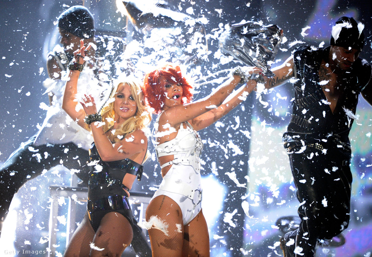 Idén is lesz Billboard Music Awards (egész pontosan most vasárnap, május 21-én), amelynek apropóján most áttekintjük a rangos zenei díjátadó történetének ikonikus pillanatait