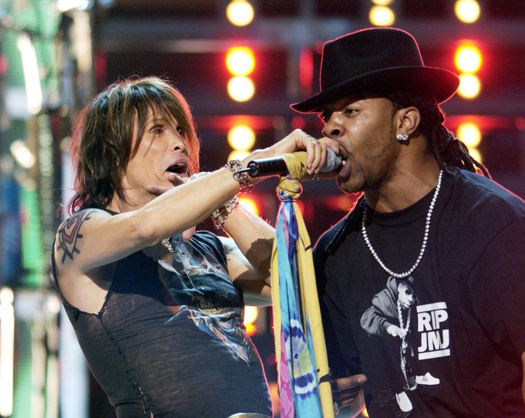 Ez pedig Busta Rhymes és az Aerosmith közös fellépése 2002-ből