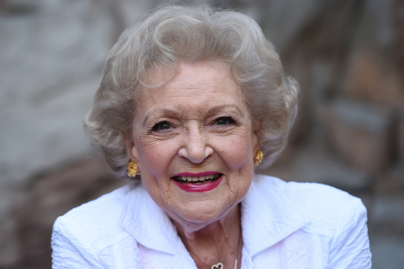 betty-white-emily-osment-beszolas-cover