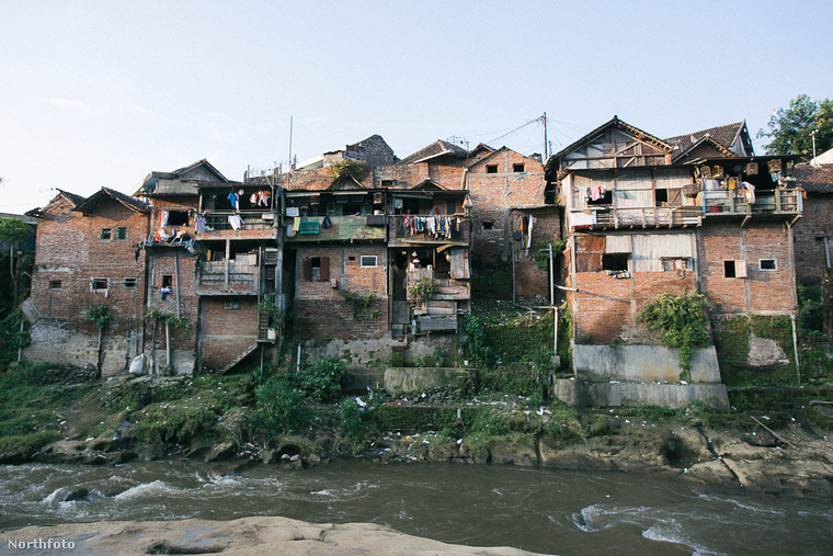 Nézze meg jól ezt a falut, ami Indonézia Jáva szigetén található.Kampung Pelangitulajdonképpen egy nyomornegyed volt korábban