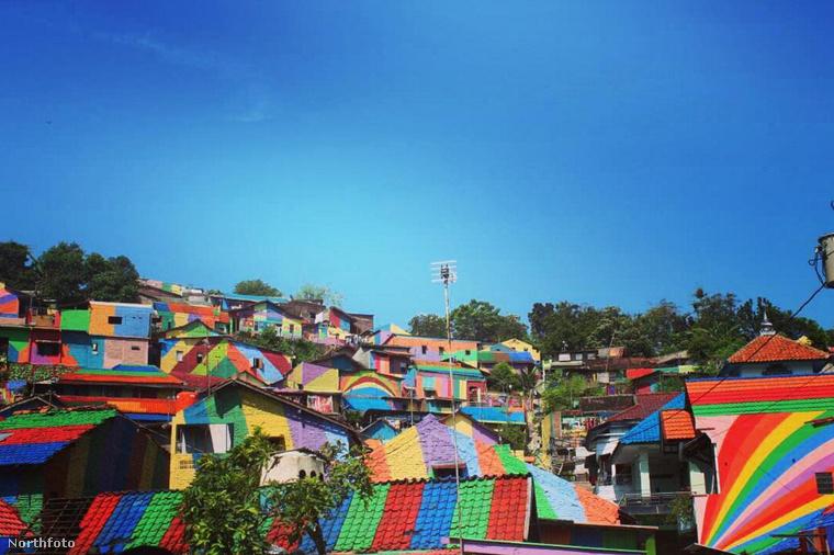 Valóban jó élmény lehet ezeken az utcákon sétálni és egy ponton végignézni a kis színes házakon.