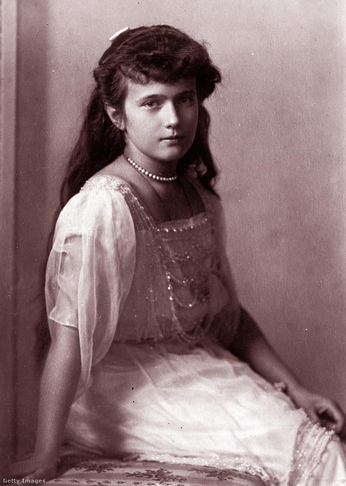 Ő itt Anasztázia Nyikolajevna Romanova nagyhercegnő, az utolsó orosz uralkodócsalád legkisebb lánya, akinek élete és főleg különös halála gyakran megihleti a filmes és színházi embereket.