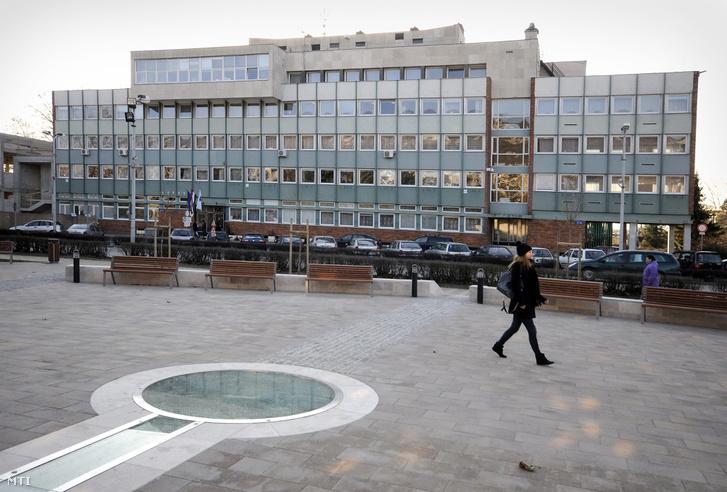 A tatabányai polgármesteri hivatal épülete a város főterén.