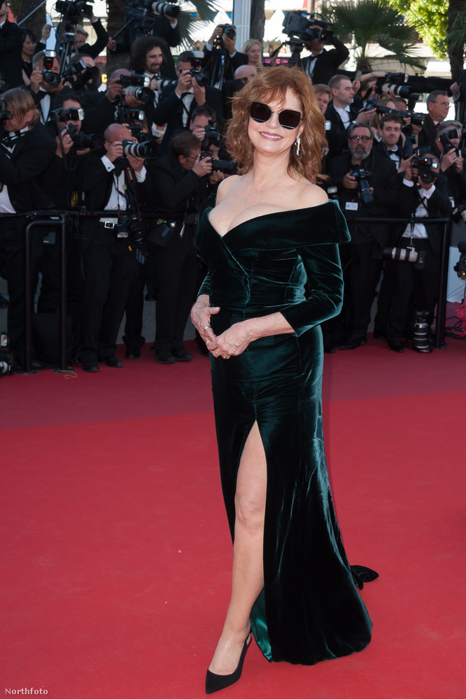Szerdán megkezdődött a Cannes-i Filmfesztivál, ami bármennyire is egy fontos szakmai esemény, a celebek szempontjából főleg a különböző testrészek dirket kipakolásáról és véletlen (na persze) megvillantásáról szól