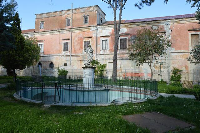 Valaha nyári rezidenciaként volt használatos ez a villa a Via Francigenán, most eladó