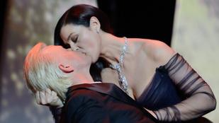Monica Bellucci csókkal nyitotta meg a Cannes-i filmfesztivált