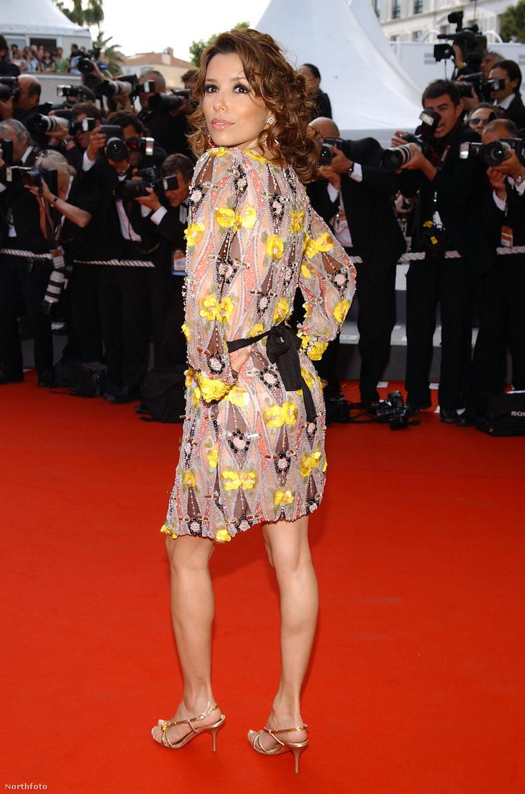 Eva Longoria ruhája hátulról - vagy inkább elölről?