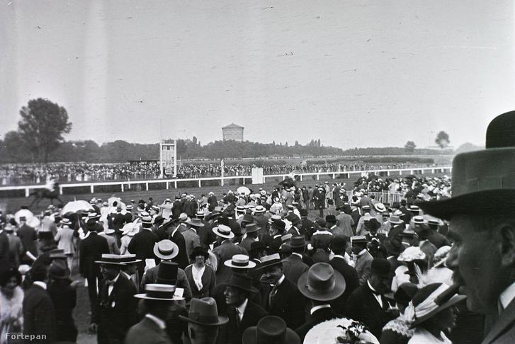 Lóverseny a Városligeti Lóversenytéren, 1912