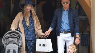 A volt F1-es pilóta Nico Rosberg családjával cukiskodik