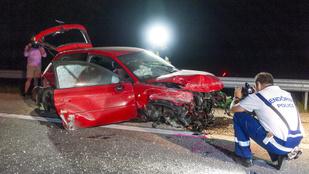 Kirepültek az autóból: két ember halt meg az M85-ösön
