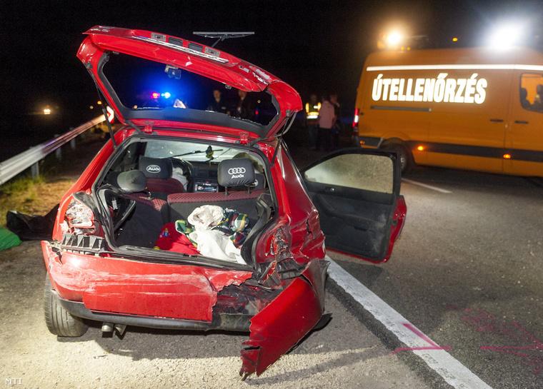 Mindhárom utas kirepült az autóból