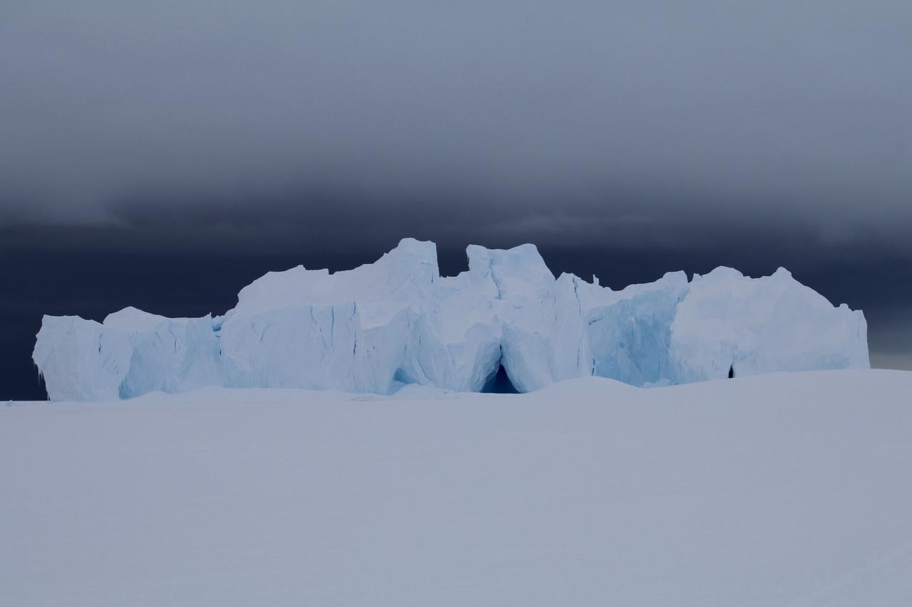 """""""Itt nálunk még hegyek sincsenek, maximum jéghegyek az öbölbe fagyva."""""""