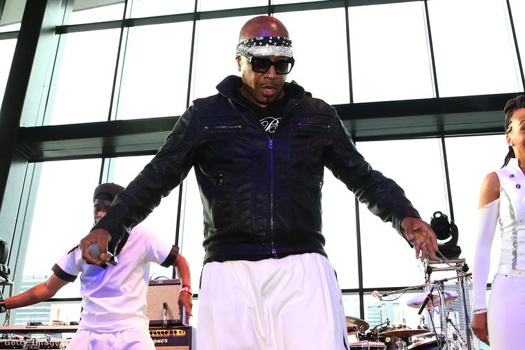 MC Hammer visszatért és megmutatta, hogy továbbra is teljesen profi, ha a táncparkett felszántásáról van szó