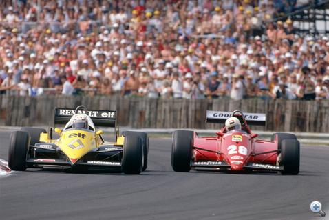 Prost (Renault Turbo) védekezik Arnoux (Ferrari Turbo) támadásai ellen az 1983-as Brit GP-n. A konstruktőri vb-címet a Ferrari nyerte
