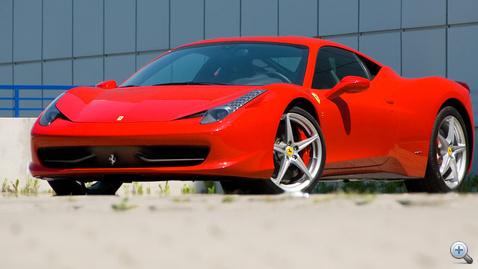 Állítólag a forma szakít a Ferrari utóbbi időkben jellemző hagyományaival. Ha igen, jól teszi