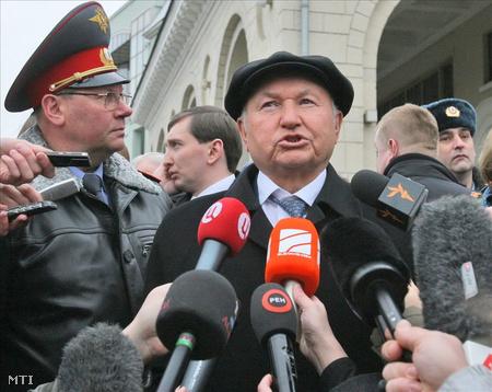 Luzskovval az utolsó olyan kormányzó távozik, aki még a 90-es években került a székébe