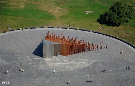 Az 56-os emlékmű a magasból