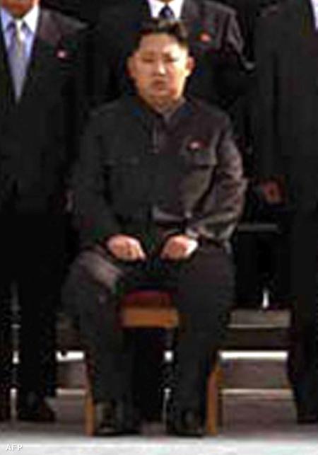 Az első hivatalos fotó Kim Dzsongil fiáról Kim Dzsongunról