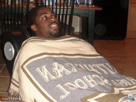 Vaughan Bailey még hajléktalan korában - a fotón éppen egy haverjánál csövezik